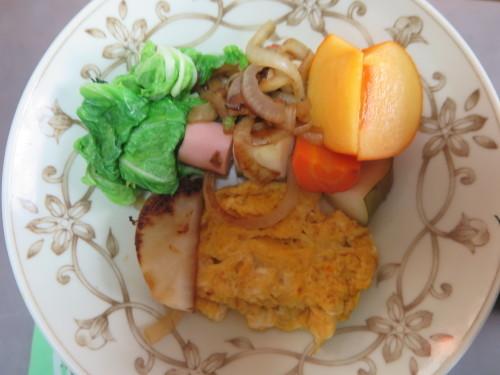 朝:サラダ添え卵焼き、味噌汁&野菜ジュース 昼:福あずきのおはぎ&柿 夜:豚肉の味噌炒め&味噌汁_c0075701_21581873.jpg