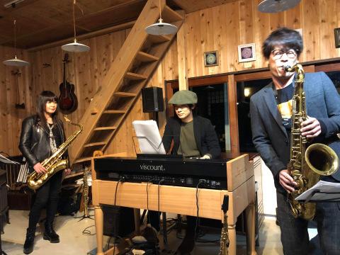 広島 ジャズライブカミン  Jazzlive Comin本日12月2日のライブ_b0115606_12401752.jpeg