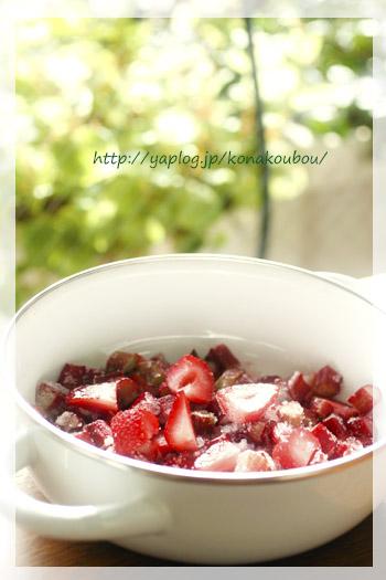 苺とルバーブのジャム_a0392423_00251126.jpg