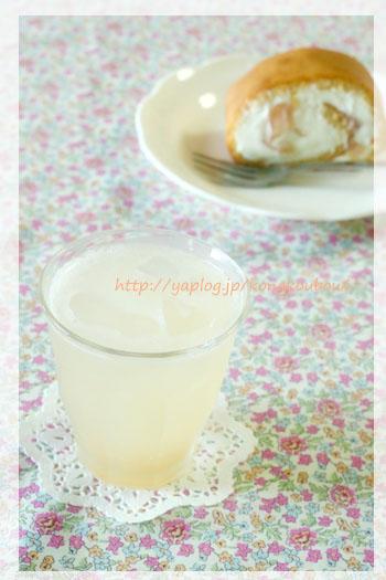8月のお菓子・蜂蜜と桃のロールケーキ_a0392423_00270577.jpg