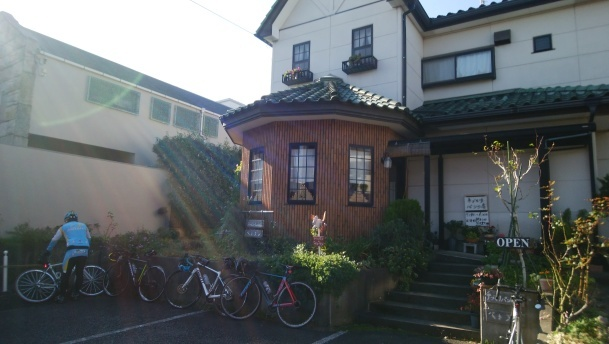 朝サイクリングでした。まさかの「ミネストローネはリニューアル」_f0073557_08224124.jpg