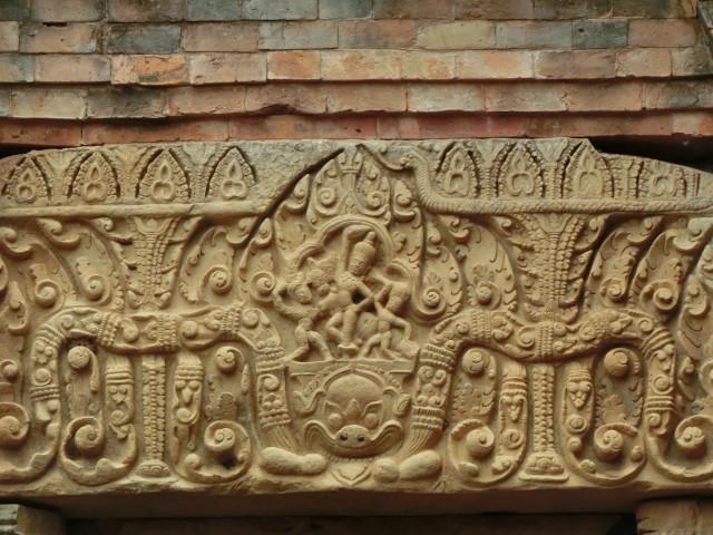 ムアン・タム遺跡というところ_f0189467_14555052.jpg