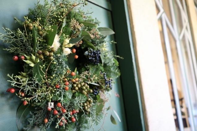 自然の恵み豊かなChristmas wreath_c0128489_18514924.jpg