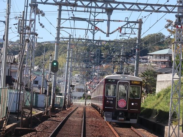 神戸線と宝塚線の阪急電車をご紹介、そしてお洒落なラッピングは春日野道での写真。スーパーはくと貨物列車の写真は東海道本線神戸から_d0181492_23514064.jpg