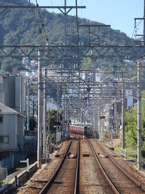 神戸線と宝塚線の阪急電車をご紹介、そしてお洒落なラッピングは春日野道での写真。スーパーはくと貨物列車の写真は東海道本線神戸から_d0181492_23514473.jpg