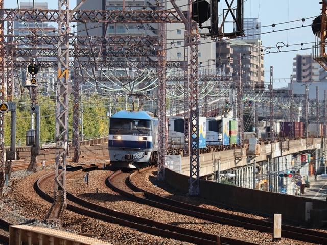 神戸線と宝塚線の阪急電車をご紹介、そしてお洒落なラッピングは春日野道での写真。スーパーはくと貨物列車の写真は東海道本線神戸から_d0181492_23525140.jpg