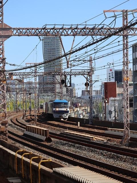 神戸線と宝塚線の阪急電車をご紹介、そしてお洒落なラッピングは春日野道での写真。スーパーはくと貨物列車の写真は東海道本線神戸から_d0181492_23530835.jpg