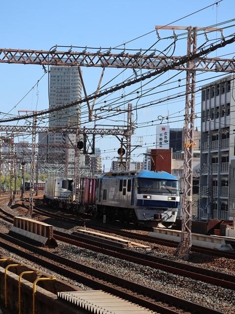 神戸線と宝塚線の阪急電車をご紹介、そしてお洒落なラッピングは春日野道での写真。スーパーはくと貨物列車の写真は東海道本線神戸から_d0181492_23533166.jpg