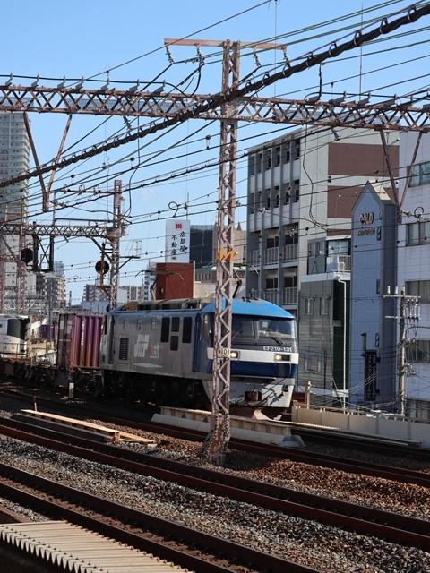 神戸線と宝塚線の阪急電車をご紹介、そしてお洒落なラッピングは春日野道での写真。スーパーはくと貨物列車の写真は東海道本線神戸から_d0181492_23534030.jpg