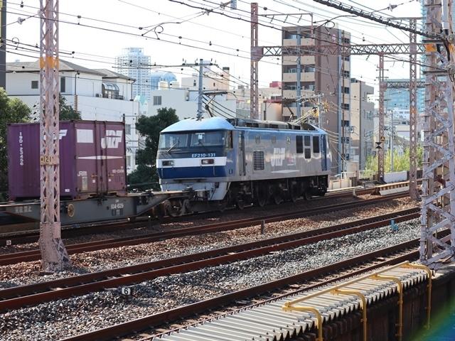 神戸線と宝塚線の阪急電車をご紹介、そしてお洒落なラッピングは春日野道での写真。スーパーはくと貨物列車の写真は東海道本線神戸から_d0181492_23540684.jpg