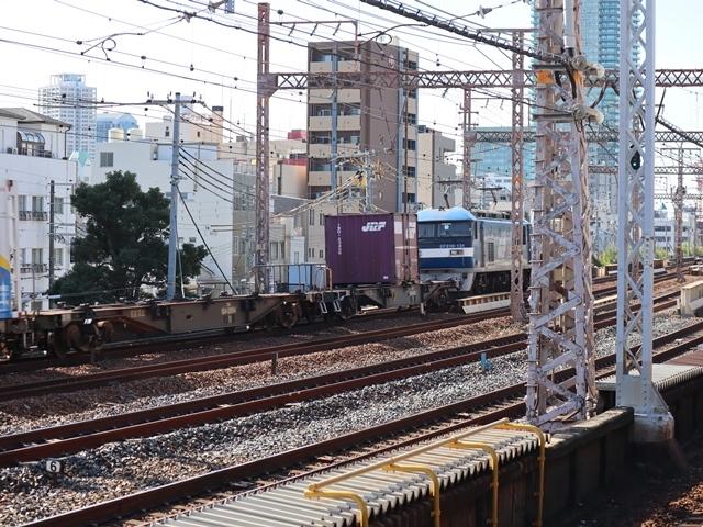 神戸線と宝塚線の阪急電車をご紹介、そしてお洒落なラッピングは春日野道での写真。スーパーはくと貨物列車の写真は東海道本線神戸から_d0181492_23542079.jpg