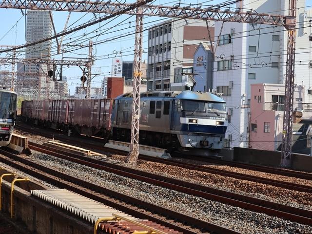 神戸線と宝塚線の阪急電車をご紹介、そしてお洒落なラッピングは春日野道での写真。スーパーはくと貨物列車の写真は東海道本線神戸から_d0181492_23591501.jpg