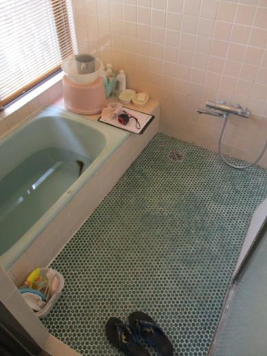 タイル貼りの浴室リフォーム_d0358411_18324736.jpg