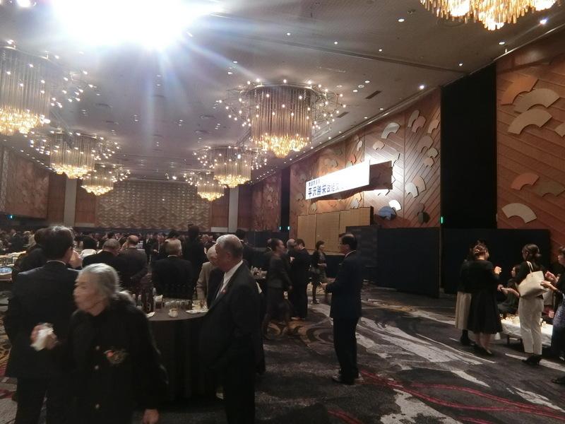 12月3日(火)昨日は平沢勝栄先生の政経文化セミナーへ_d0278912_01442301.jpg
