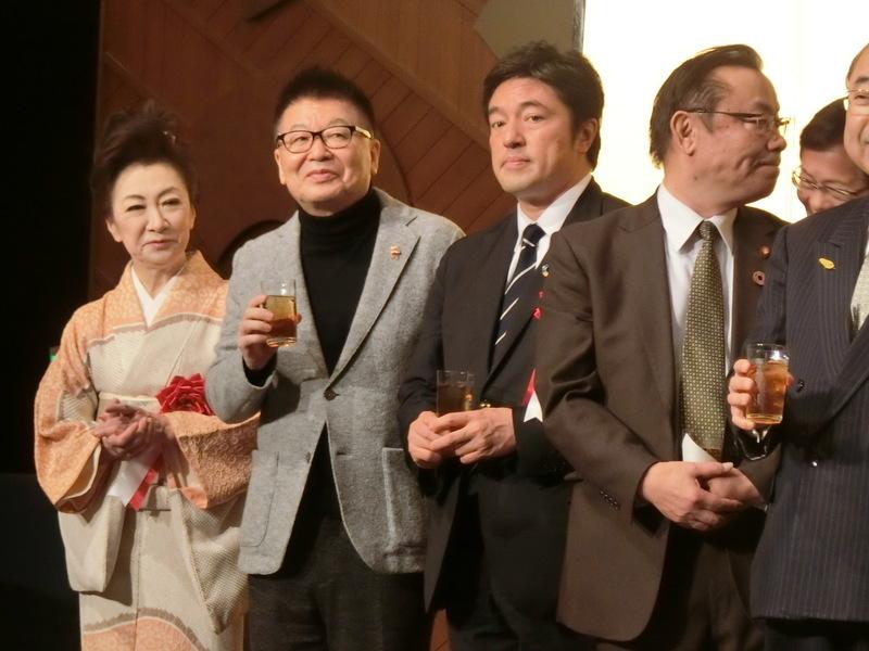 12月3日(火)昨日は平沢勝栄先生の政経文化セミナーへ_d0278912_01444488.jpg
