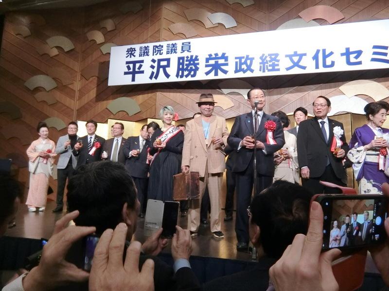 12月3日(火)昨日は平沢勝栄先生の政経文化セミナーへ_d0278912_01484608.jpg