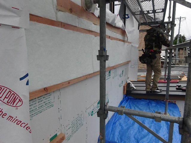 仙北町の家 大工工事が進行中です!_f0105112_05085543.jpg