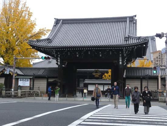 西本願寺の大イチョウ_e0048413_17173801.jpg