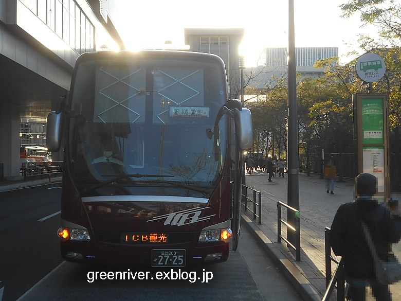TCBがバス停を占拠_e0004218_20371471.jpg