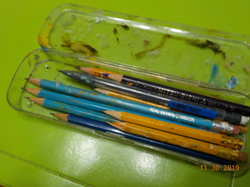 ひさしぶりに鉛筆削る日_a0173527_09415113.jpg