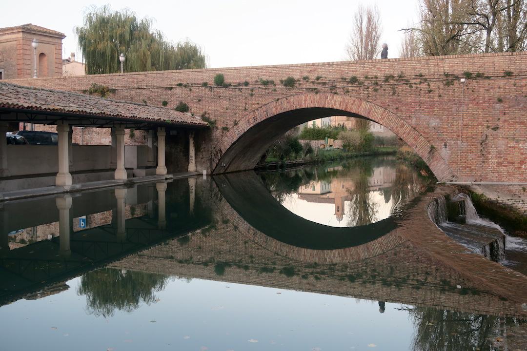 水鏡・三日月きれいなベヴァンニャの夕_f0234936_6522070.jpg
