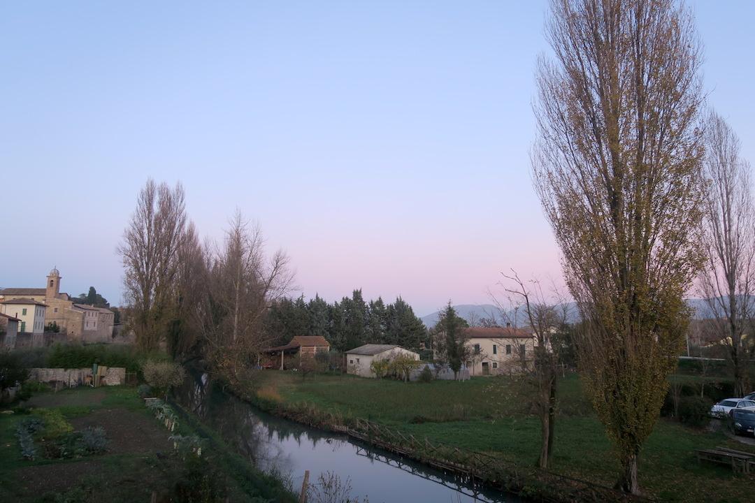 水鏡・三日月きれいなベヴァンニャの夕_f0234936_7333245.jpg