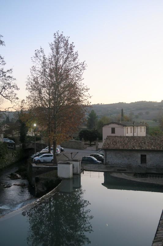 水鏡・三日月きれいなベヴァンニャの夕_f0234936_758030.jpg