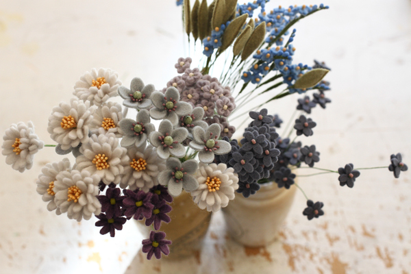 新作のフェルトのお花を量産中_e0333647_14550130.jpg