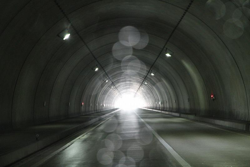 トンネルの向こう側は?_c0155950_19555085.jpg