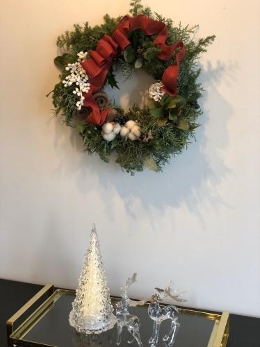 11月末から、クリスマスのアレンジが教室では本格的に始まりました。_d0139350_00032842.jpg