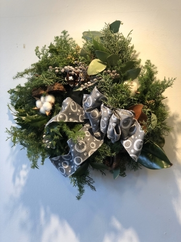 11月末から、クリスマスのアレンジが教室では本格的に始まりました。_d0139350_00064708.jpg