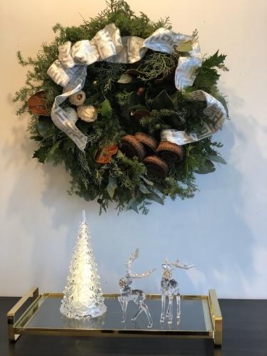 11月末から、クリスマスのアレンジが教室では本格的に始まりました。_d0139350_00065958.jpg
