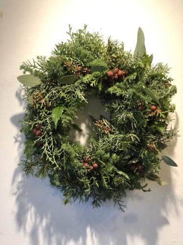 11月末から、クリスマスのアレンジが教室では本格的に始まりました。_d0139350_00070401.jpg