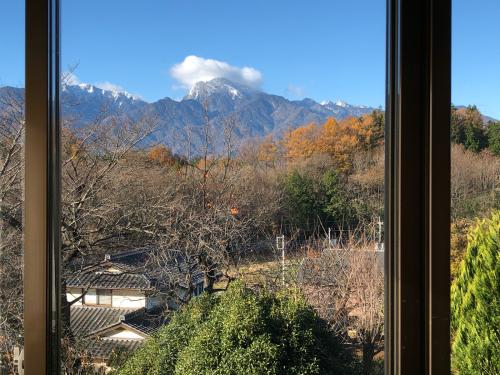 アトリエから、この景色を油でかきませんか?。一番綺麗な甲斐駒ケ岳が見られる季節です。_d0338282_08572247.jpg
