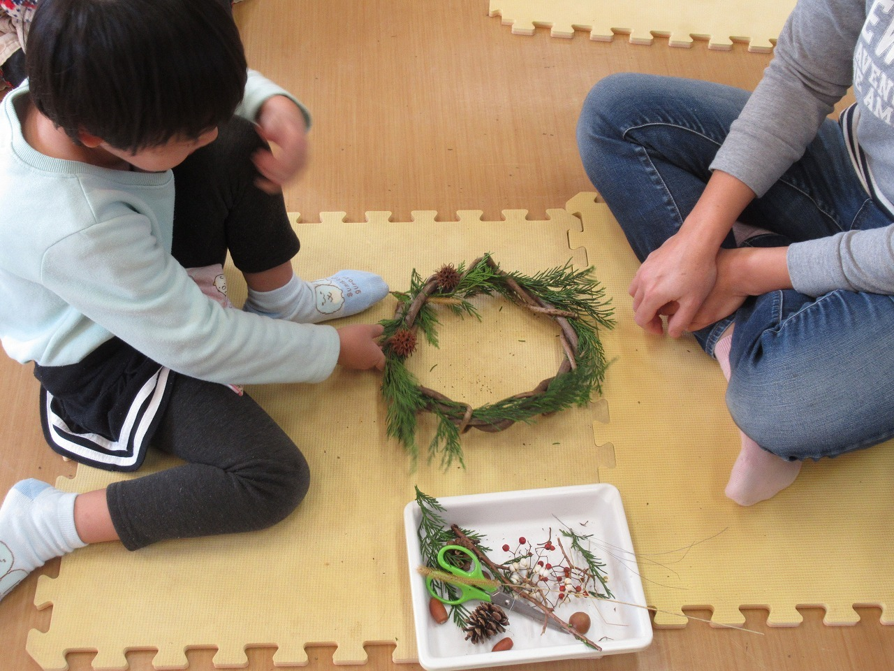 自然教室「自然の素材でクリスマスリースをつくろう」_f0361087_11542805.jpg