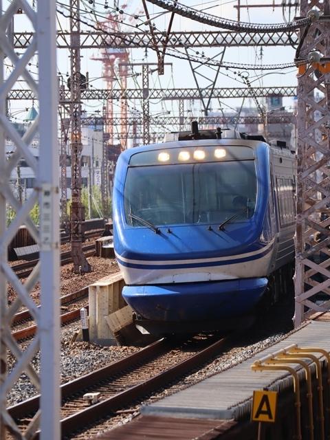 神戸線と宝塚線の阪急電車をご紹介、そしてお洒落なラッピングは春日野道での写真。スーパーはくと貨物列車の写真は東海道本線神戸から_d0181492_00000168.jpg