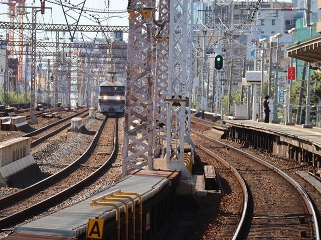 神戸線と宝塚線の阪急電車をご紹介、そしてお洒落なラッピングは春日野道での写真。スーパーはくと貨物列車の写真は東海道本線神戸から_d0181492_00001039.jpg