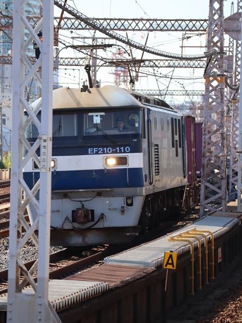 神戸線と宝塚線の阪急電車をご紹介、そしてお洒落なラッピングは春日野道での写真。スーパーはくと貨物列車の写真は東海道本線神戸から_d0181492_00001990.jpg