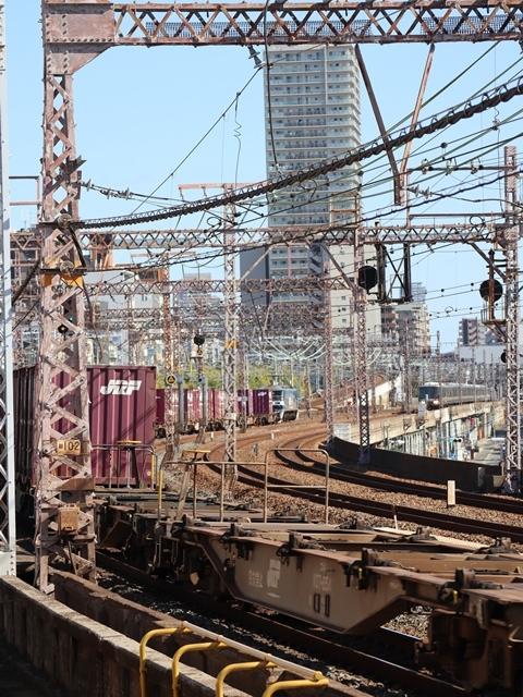 神戸線と宝塚線の阪急電車をご紹介、そしてお洒落なラッピングは春日野道での写真。スーパーはくと貨物列車の写真は東海道本線神戸から_d0181492_00002876.jpg