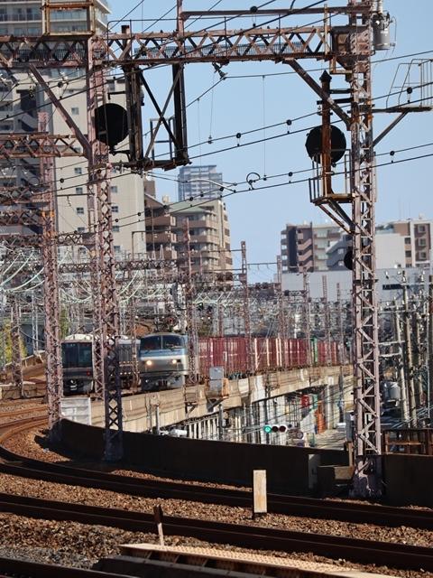 神戸線と宝塚線の阪急電車をご紹介、そしてお洒落なラッピングは春日野道での写真。スーパーはくと貨物列車の写真は東海道本線神戸から_d0181492_00005515.jpg