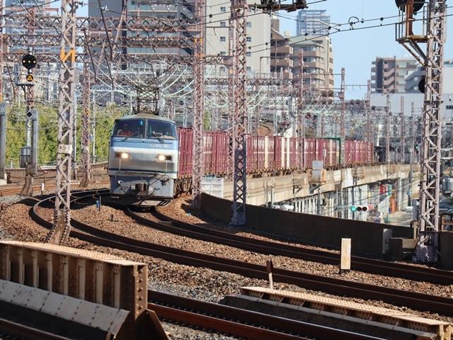 神戸線と宝塚線の阪急電車をご紹介、そしてお洒落なラッピングは春日野道での写真。スーパーはくと貨物列車の写真は東海道本線神戸から_d0181492_00010477.jpg