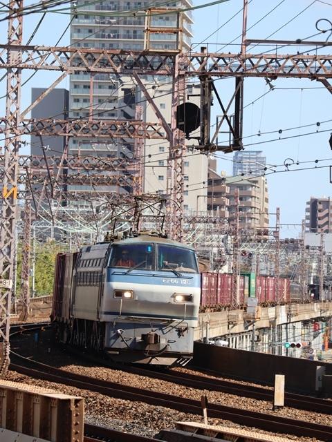 神戸線と宝塚線の阪急電車をご紹介、そしてお洒落なラッピングは春日野道での写真。スーパーはくと貨物列車の写真は東海道本線神戸から_d0181492_00011486.jpg
