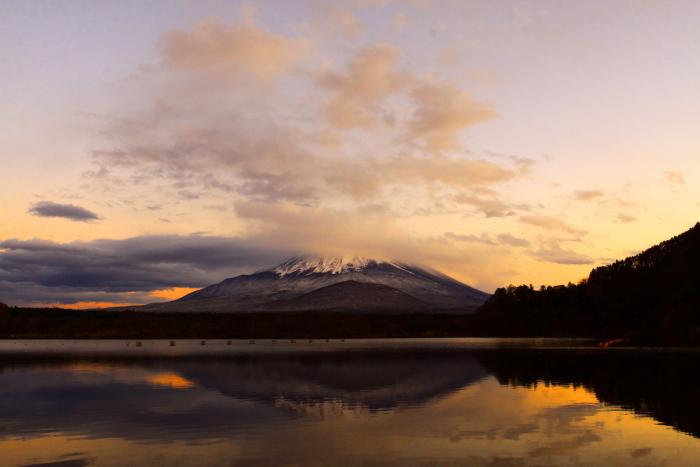 令和元年11月の富士 (23) 精進湖の夕暮れ時の富士_e0344396_18195550.jpg