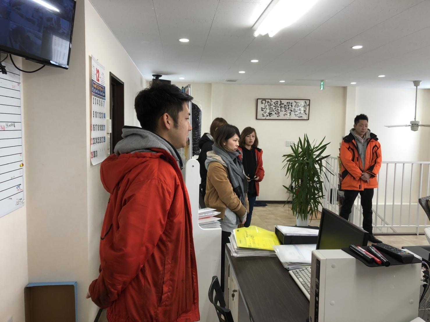 12月4日(水)トミーベースブログ☆レクサス♬LS460🎶LS600h🎶フーガ♬レガシィ♬クラウン♬限定車☆カスタムカー☆希少車☆自社ローン_b0127002_18283443.jpg