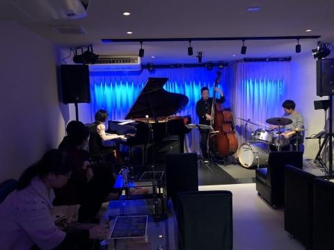 広島 ジャズライブカミン  Jazzlive Comin本日12月4日のライブ_b0115606_11341607.jpeg