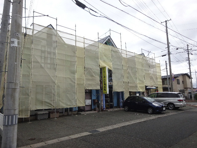 アパートの外装改修工事が始まりました!_f0105112_04554540.jpg