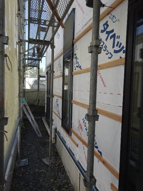 アパートの外装改修工事が始まりました!_f0105112_05150278.jpg