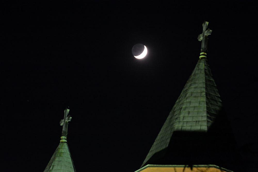 聖ヨハネ教会堂と月_e0373930_20062372.jpg