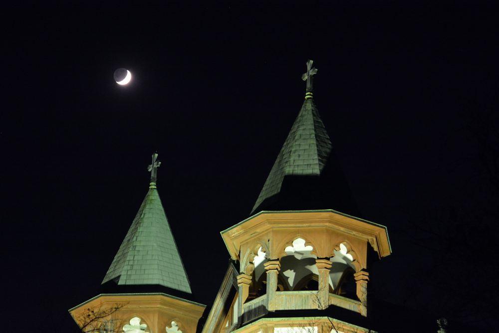 聖ヨハネ教会堂と月_e0373930_20062375.jpg