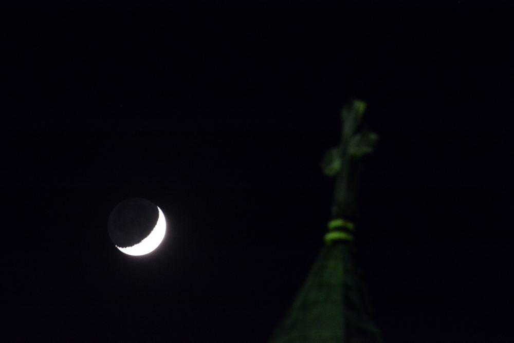 聖ヨハネ教会堂と月_e0373930_20062388.jpg